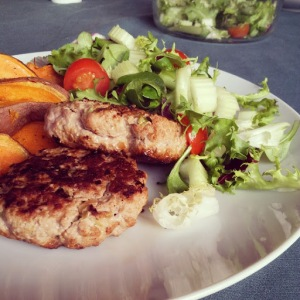 [Burger Recipe] Turkey Burgers with Sweet Potato Wedges